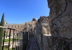 Vallar går den Umayyad slotten & al-Aqsa Arkivbilder