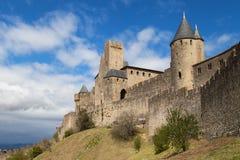 Vallar och torn av Carcassonne arkivfoton