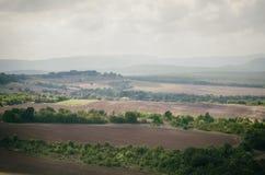 Valle agricola nel giorno nuvoloso Immagini Stock Libere da Diritti