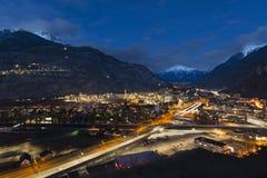 Valle alla notte delle alpi svizzere Fotografie Stock Libere da Diritti