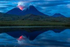 Valle alla notte - Kamchatka Peninusla del vulcano immagini stock libere da diritti