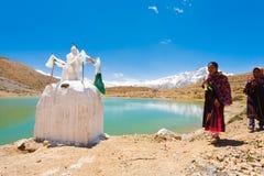Valle alpestre de Dhankar Spiti de los peregrinos del lago Stupa imagen de archivo