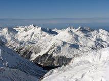 Valle in alpi Immagine Stock