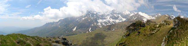 Valle alpina di XXXL in primavera Immagini Stock Libere da Diritti