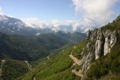 Valle alpina più bassa francese con gli alberi e l'erba Immagini Stock Libere da Diritti