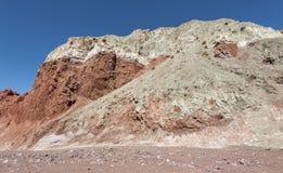 Valle Valle Arcoiris dell'arcobaleno, nel deserto di Atacama nel Cile Le rocce ricche minerali delle montagne di Domeyko danno la Fotografia Stock Libera da Diritti