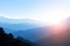 Valle brumoso Imagenes de archivo