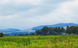 Valle con las colinas en distancia Paisaje del VERANO Imagen de archivo