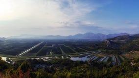 Valle con los campos cultivados en Croacia Fotos de archivo