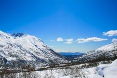 Valle con nieve en Alaska imagen de archivo