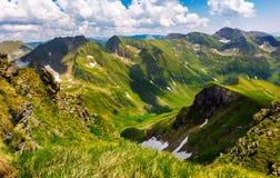 Valle con nieve en montañas del verano Fotos de archivo libres de regalías