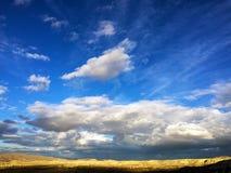 Valle con un cielo blu Immagini Stock Libere da Diritti