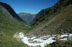 Valle con un río Fotos de archivo libres de regalías