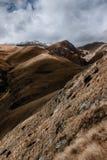 Valle coronado de nieve rocoso de la montaña Fotografía de archivo libre de regalías