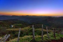Valle de Arratia en Zeanuri en la salida del sol Imagen de archivo