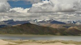 Valle de Himalaya Tíbet del río Brahmaputra almacen de video
