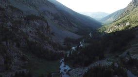Valle de Kuiguk Montañas de Altai Paisaje de la visión aérea metrajes