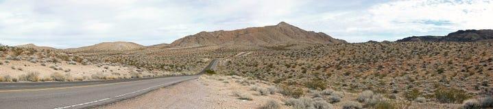 Valle de la carretera del fuego a través del paso Foto de archivo