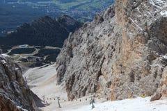 Valle de la elevación de esquí de la montaña Imágenes de archivo libres de regalías