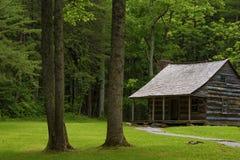 Valle de la ensenada de Cades de la cabina de los colonos en Tennessee Smoky Mountains fotos de archivo libres de regalías
