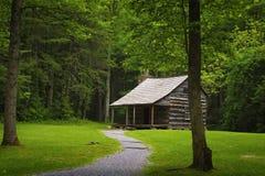Valle de la ensenada de Cades de la cabina de los colonos en Tennessee Smoky Mountains foto de archivo libre de regalías