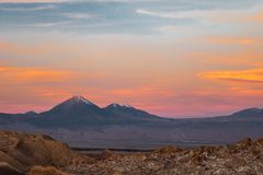 Valle de la Luna Moon Valley n?stan San Pedro de Atacama, Chile royaltyfri bild