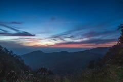 Valle de la montaña durante puesta del sol Imágenes de archivo libres de regalías