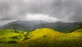 Valle de la montaña en el parque nacional Foto de archivo libre de regalías
