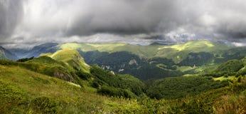 Valle de la montaña en el parque nacional Imagen de archivo libre de regalías