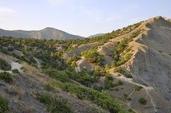 Valle de la montaña en las montañas crimeas Foto de archivo