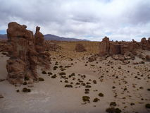 Valle de las rocas с сюрреалистическими валунами на боливийском altiplano Стоковые Изображения