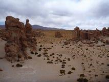 Valle de las rocas con i massi surreali al altiplano boliviano Immagini Stock