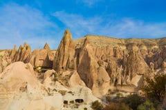 Valle de las torres de la roca de Cappadocia Fotos de archivo