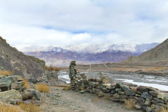 Vallée de montagne en Himalaya Photographie stock