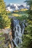 Valle de Myrtle Falls Spills Over Lush foto de archivo libre de regalías