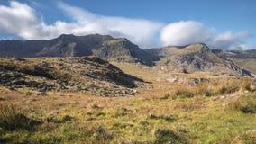 Valle de Ogwen en Sunny Autumnal Day en País de Gales del norte Reino Unido metrajes