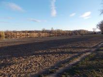 Valle de Sandy debajo del cielo azul imagen de archivo libre de regalías