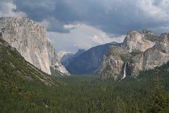 Valle de Yosemite de la opinión del túnel imagen de archivo