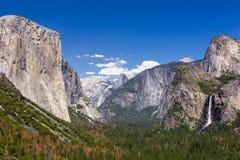 Valle de Yosemite de la opinión del túnel en la puesta del sol, PA nacional de Yosemite imagen de archivo libre de regalías
