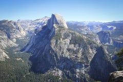 Valle de Yosemite en un día claro Fotos de archivo libres de regalías
