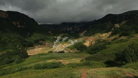 Valle dei geyser in video del metraggio delle azione della penisola di Kamchatka archivi video