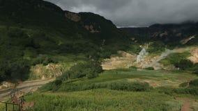 Valle dei geyser in video del metraggio delle azione della penisola di Kamchatka stock footage