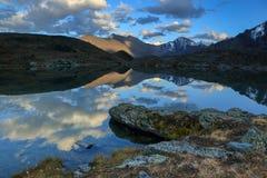 Valle dei laghi sunset, Repubblica di Altai La Russia Fotografia Stock Libera da Diritti