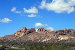 Valle del desierto debajo de un cielo azul fotos de archivo libres de regalías