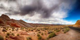 Valle del fuego con el cielo dramático imagen de archivo