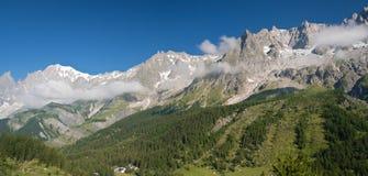 Valle del furetto con mont Blanc Fotografie Stock Libere da Diritti
