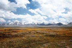 Valle del lago Kul del figlio dell'alta montagna Immagini Stock Libere da Diritti