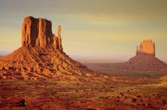 Valle del monumento dei Buttes del guanto Fotografie Stock