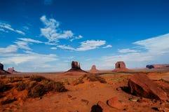 Valle del monumento del parque nacional auténtico y Arizona los E.E.U.U. Imagen de archivo libre de regalías
