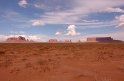 Valle del monumento en la distancia Fotografía de archivo libre de regalías